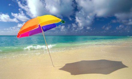 Soleil : le parasol vous protège-t-il aussi bien que la crème solaire?