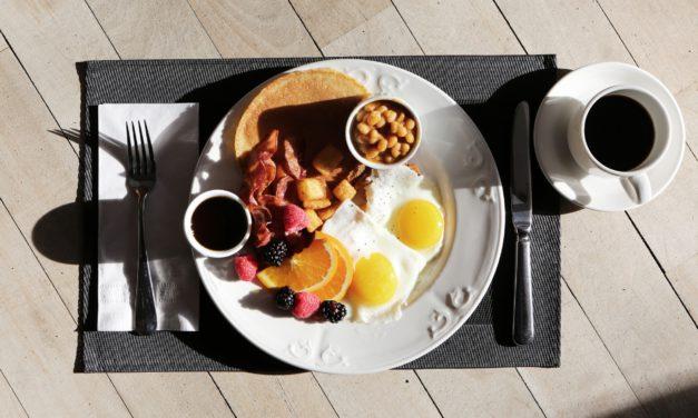 Petit-déjeuner : ce qu'il faut manger pour être de bonne humeur