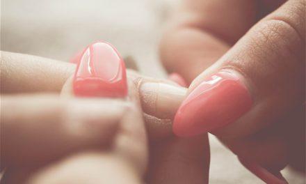 Comment renforcer ses ongles cassants ?