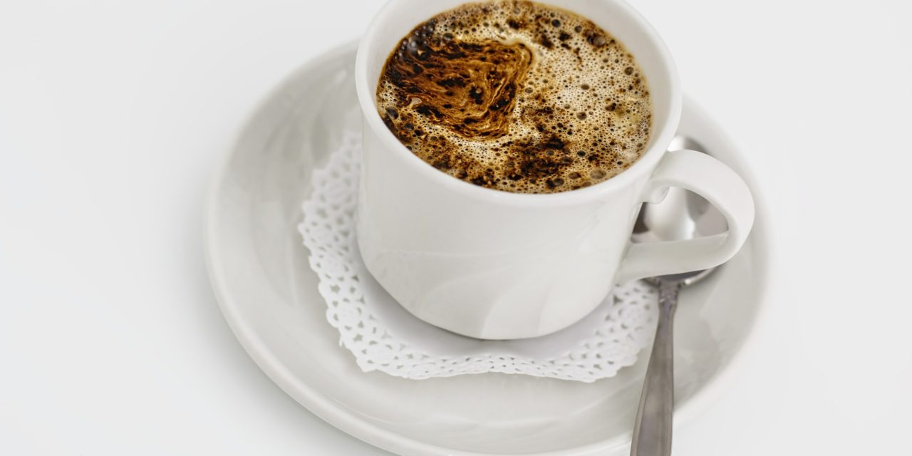 Café crémeux à l'huile de coco et aux épices : gourmand et..