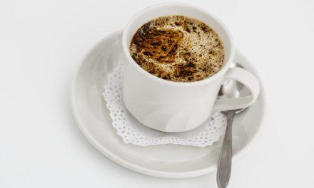 Café crémeux à l'huile de coco et aux épices : gourmand et anti-kilos
