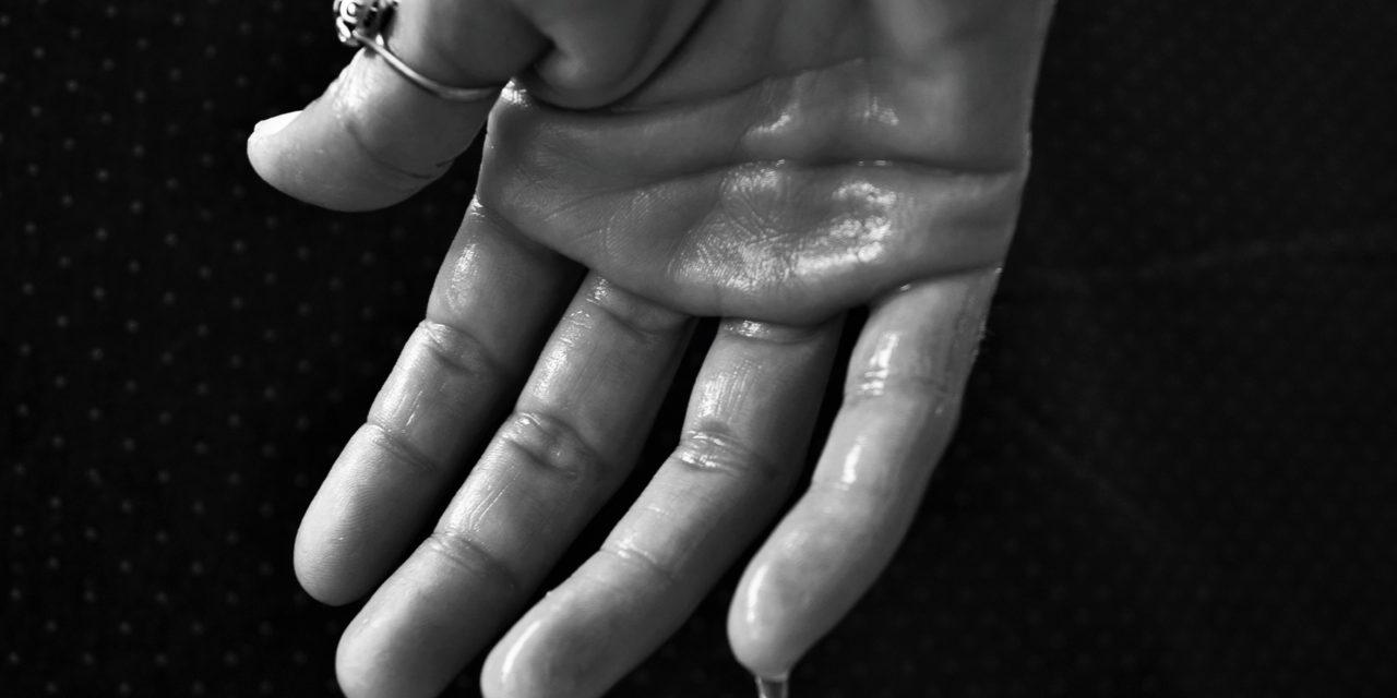 Souffrez-vous d'hyperhidrose ? Comment manger pour en réduire les inconvénients