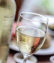 La consommation de vin blanc et le risque de mélanome