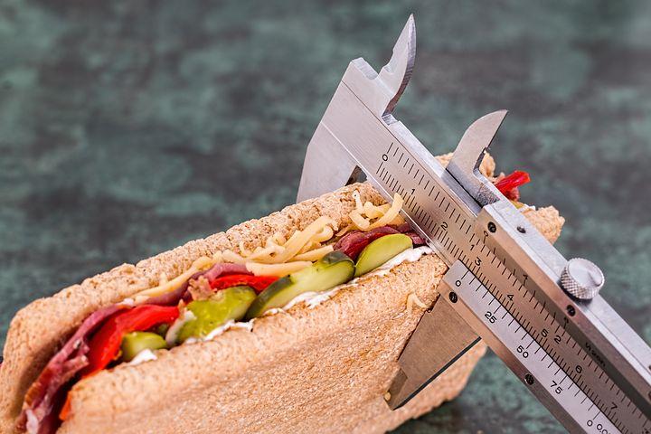 Comment suivre mon régime quand je mange à l'extérieur?