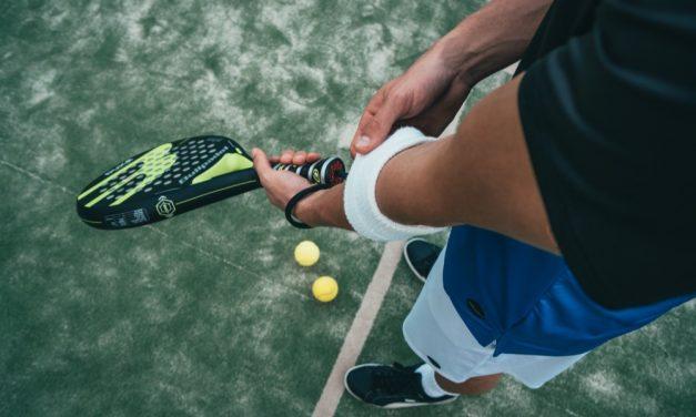Passionné de tennis, voilà comment prévenir la tendinite du coude